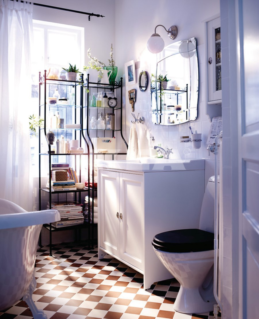 Vintage-coziness-of-the-checkerboard-floors
