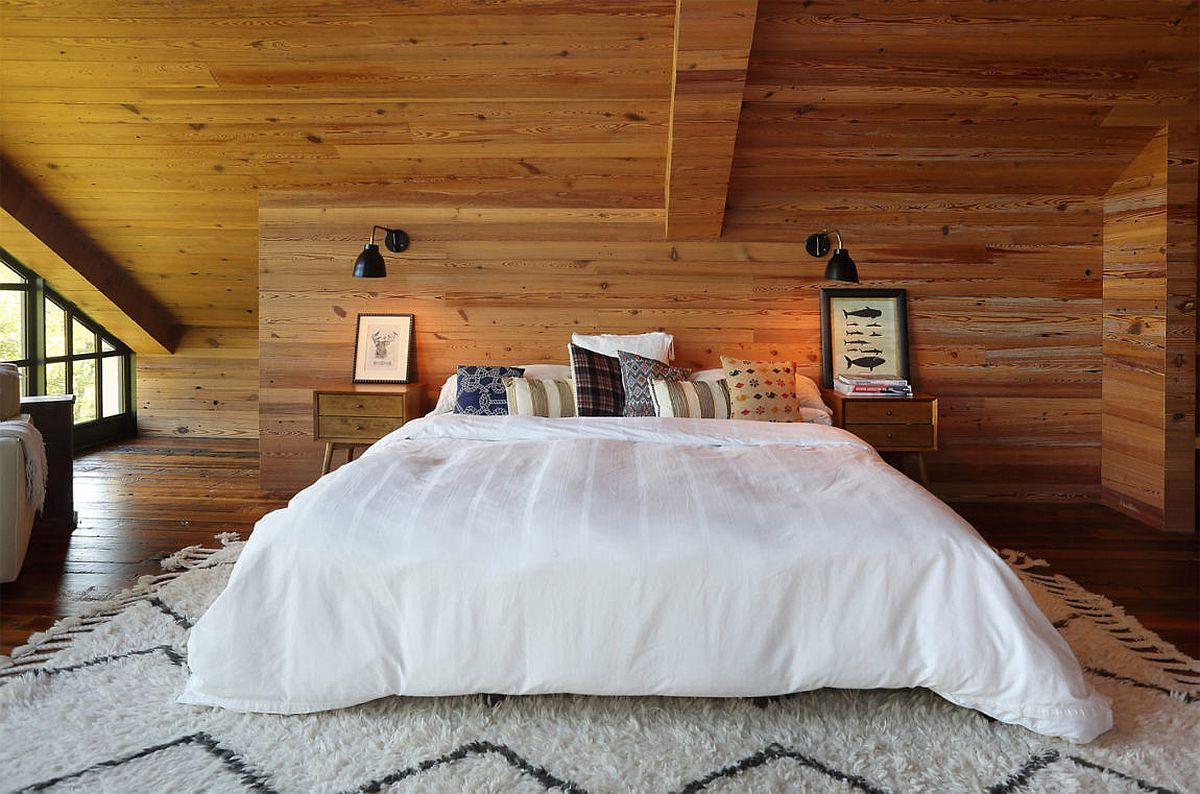 Walls in wood add warmth and rustic charm to the bedroom