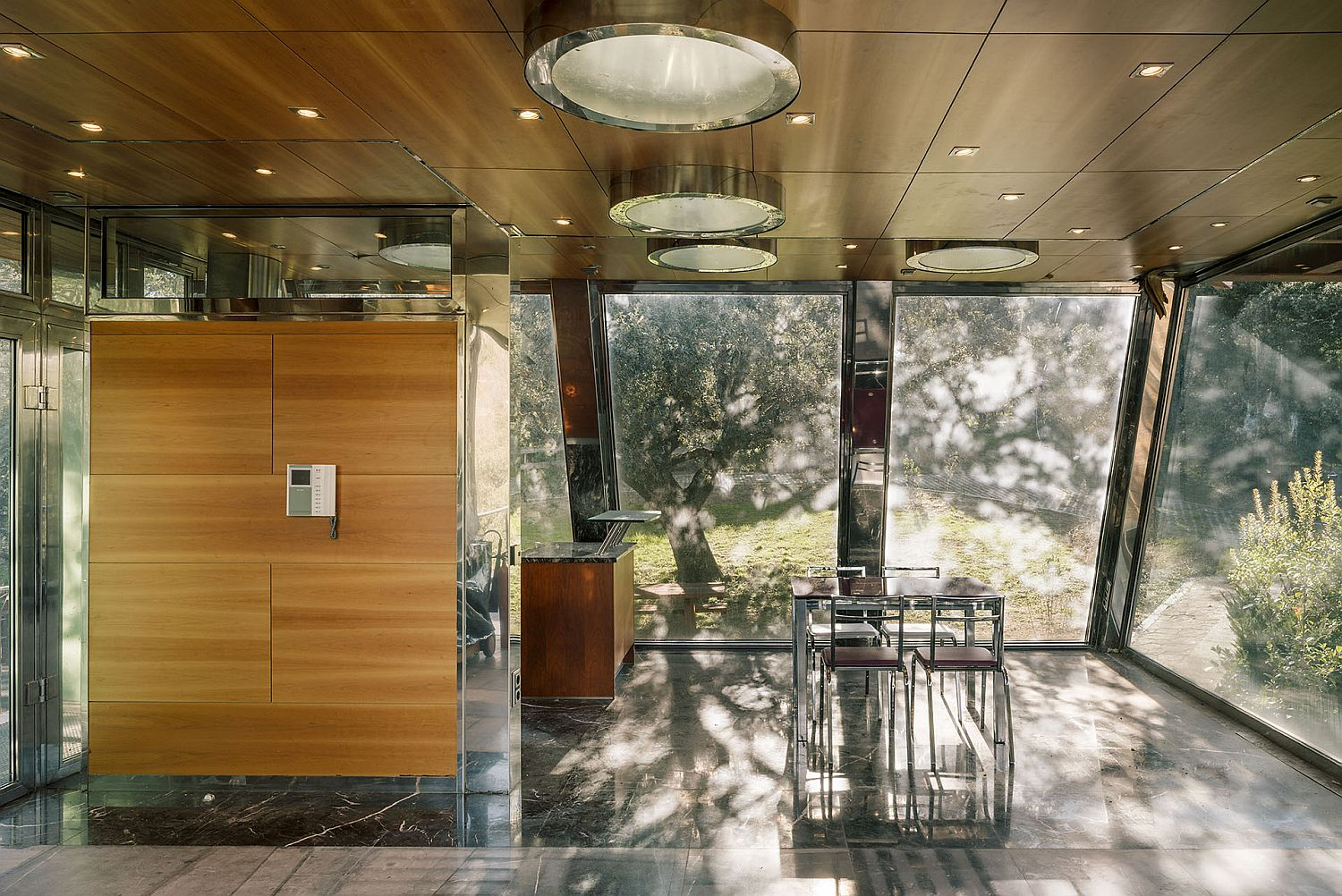 Wood, glass and metal give the interior a classy, contemporary look