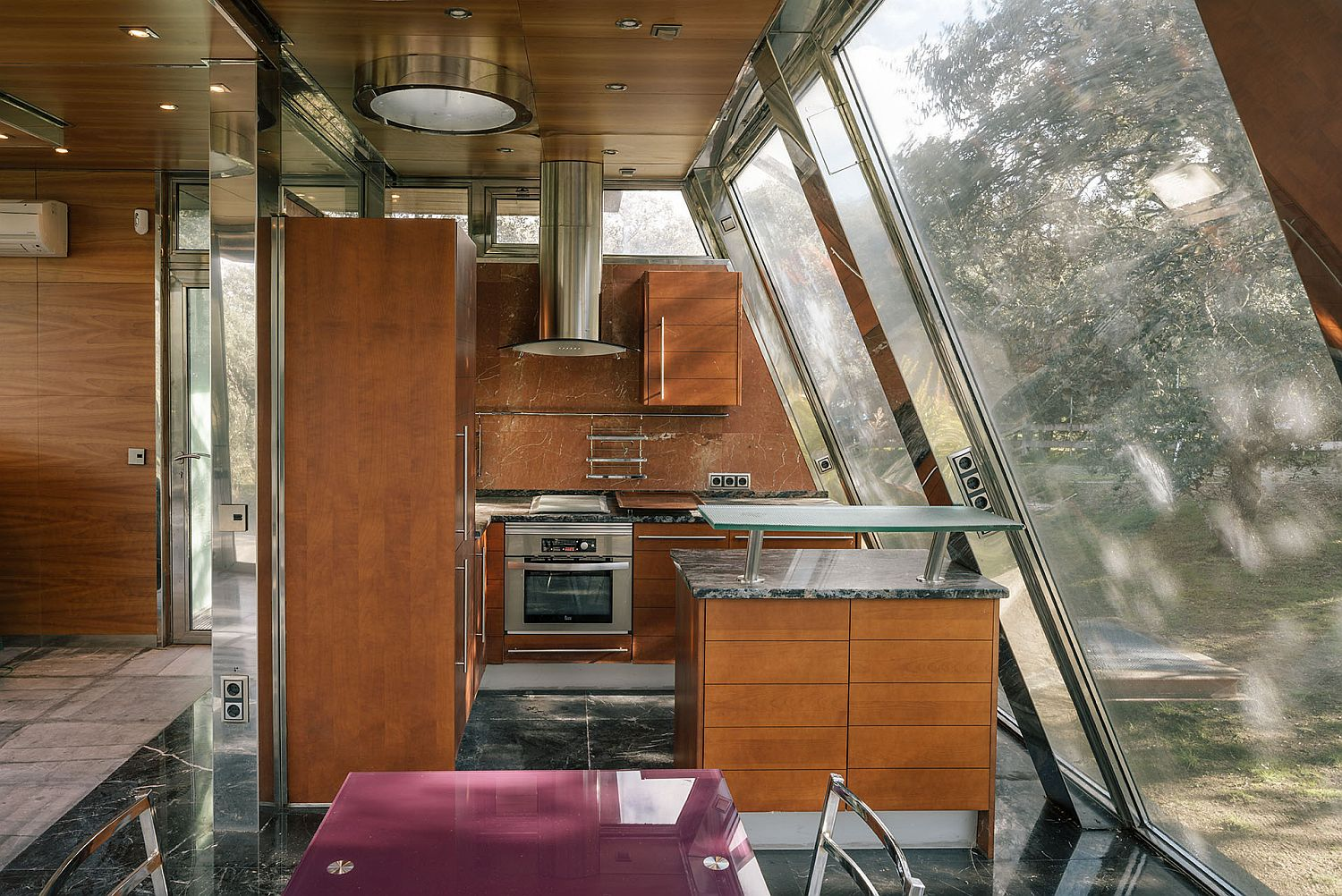 Wooden-kitchen-with-glass-walls-at-the-Hidden-Pavilion