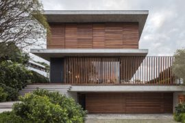 Bravos House: Encased in Moving Wooden Panels and Slats