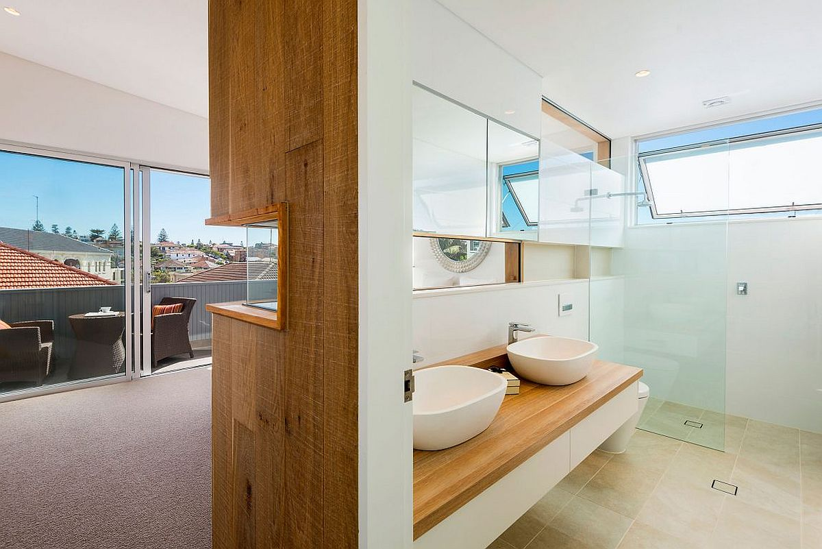 Wooden-wall-separates-the-bedroom-from-the-master-bath-in-style