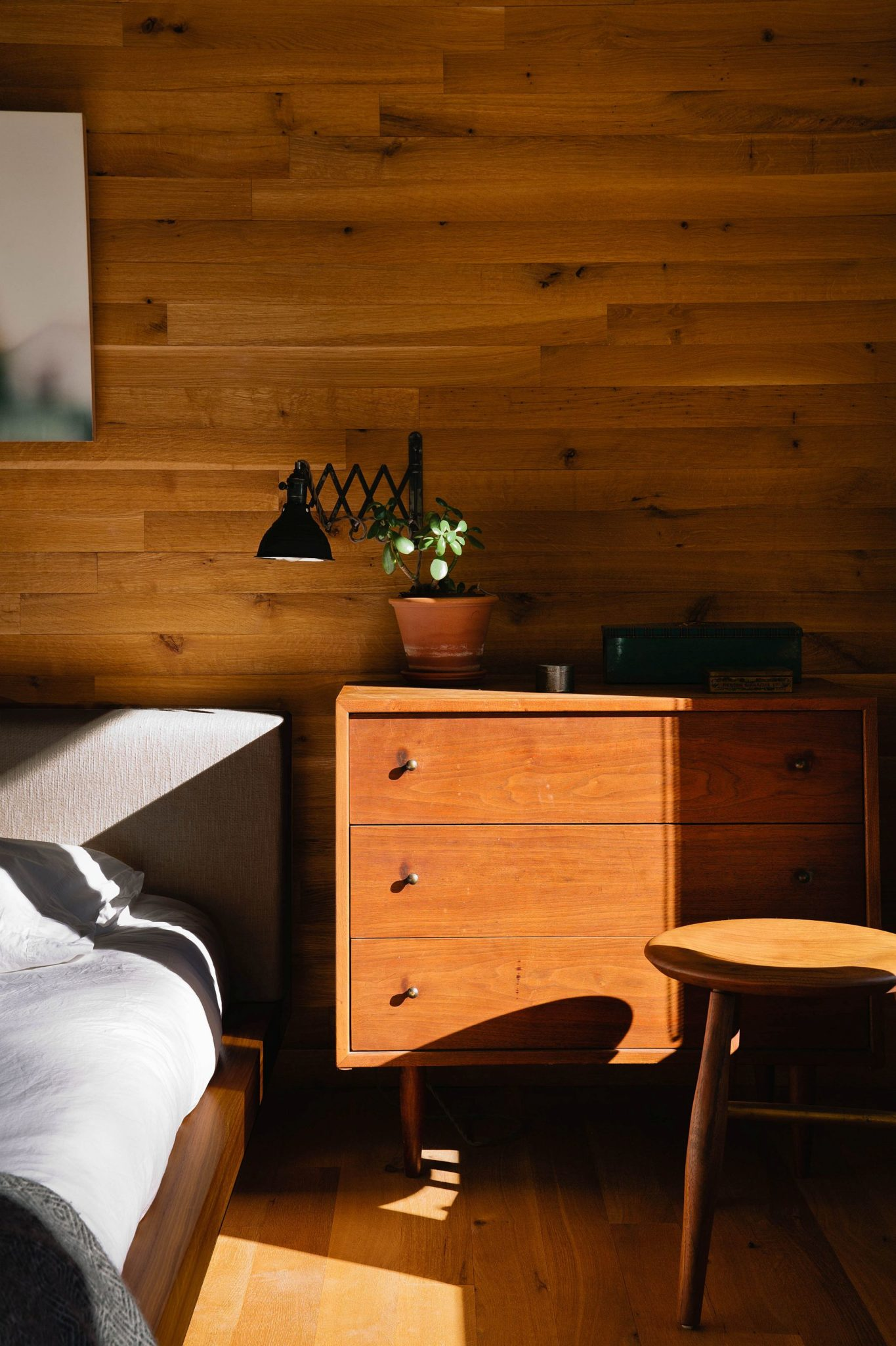 Woodsy-nightstand-at-the-cabin