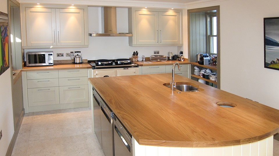A-big-kitchen-island-with-a-bright-wooden-countertop