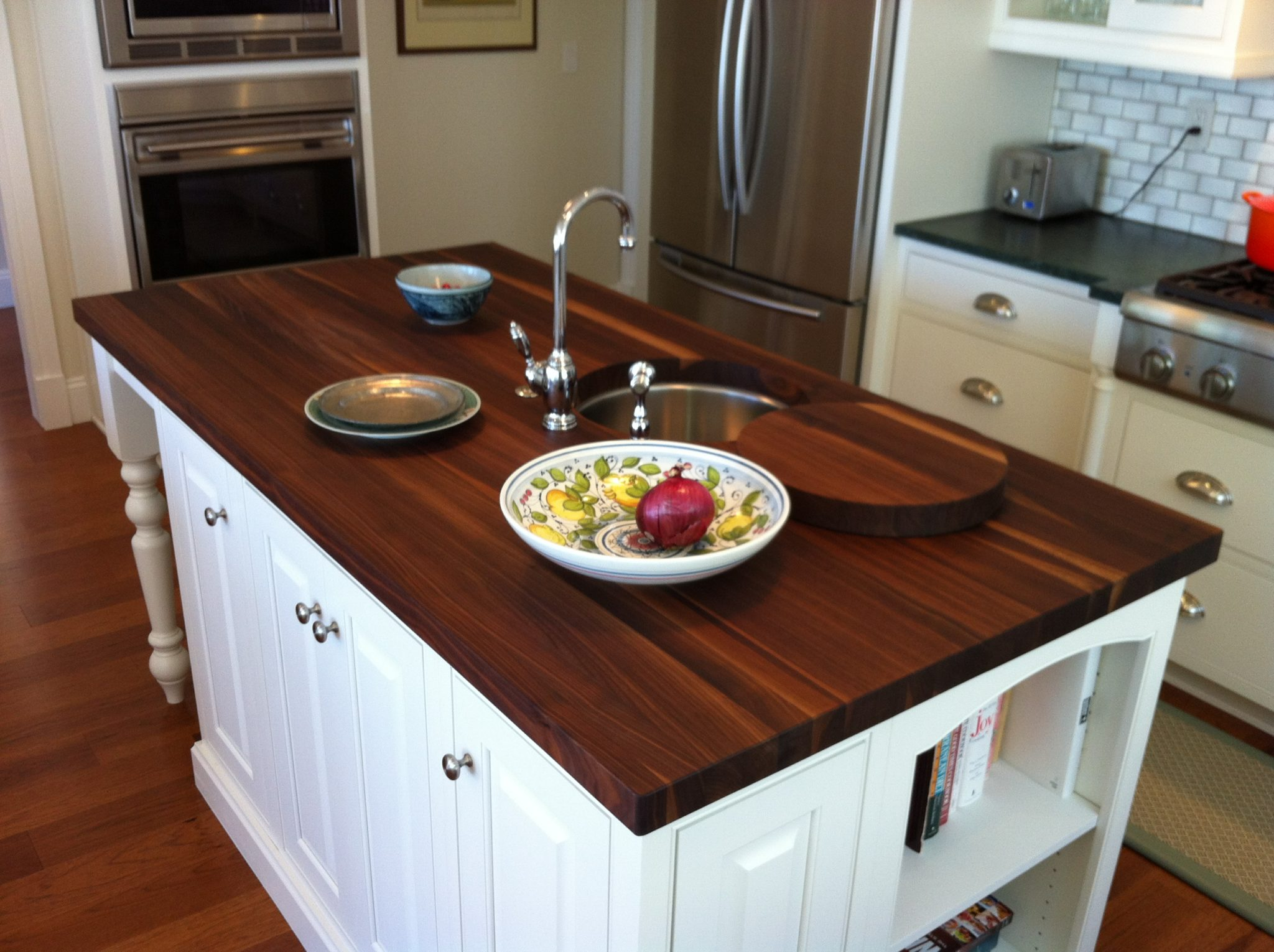 A-high-class-wooden-countertop-with-a-dark-charm