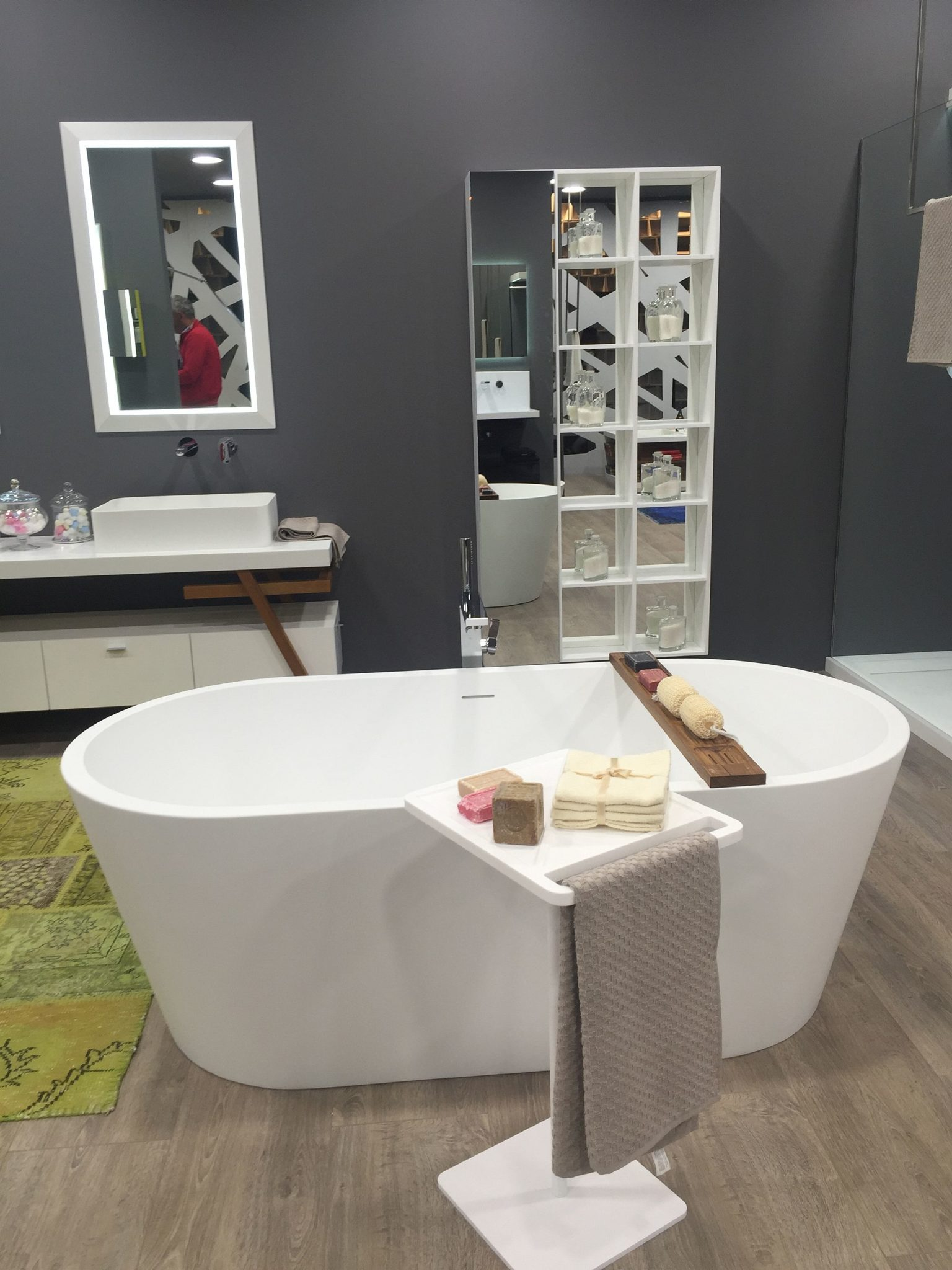 20 towel display ideas for contemporary bathrooms. Black Bedroom Furniture Sets. Home Design Ideas
