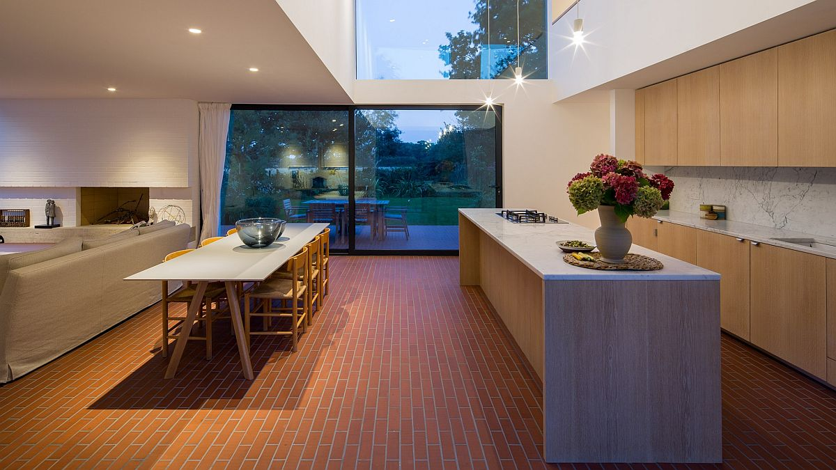 Brick, glass and wood combined at the holiday home