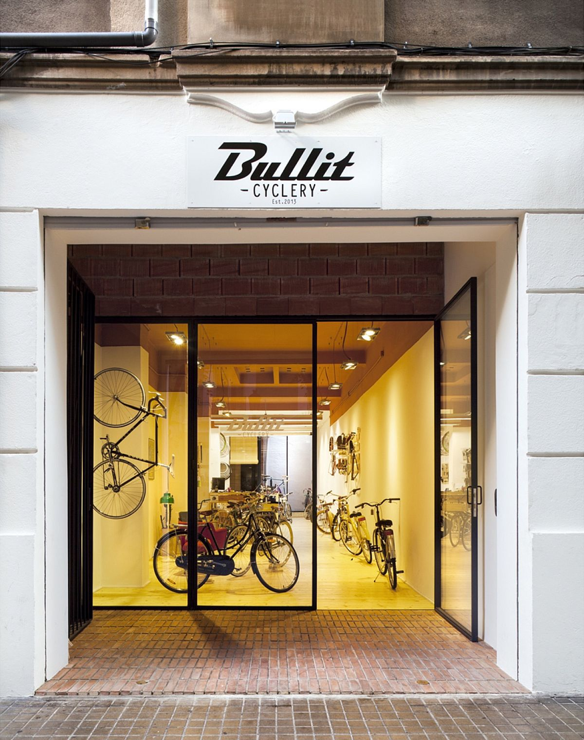 Bullit Cyclery in Valencia Bullit Cyclery: Dark Bike Shop in Valencia Gets a Breezy, Cozy Revamp