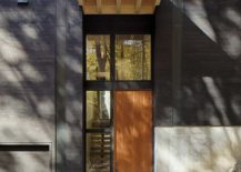 Cantilevered-portion-of-the-house-offers-natural-shade-to-the-entry-217x155