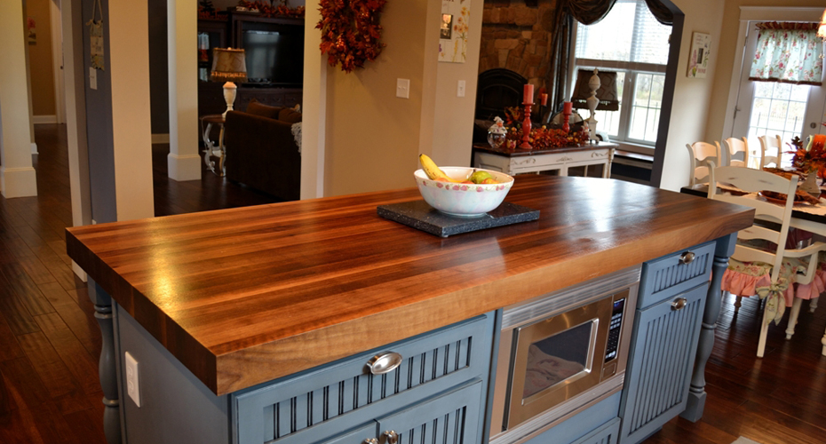 Charming-polished-wooden-countertop-for-a-stylish-kitchen