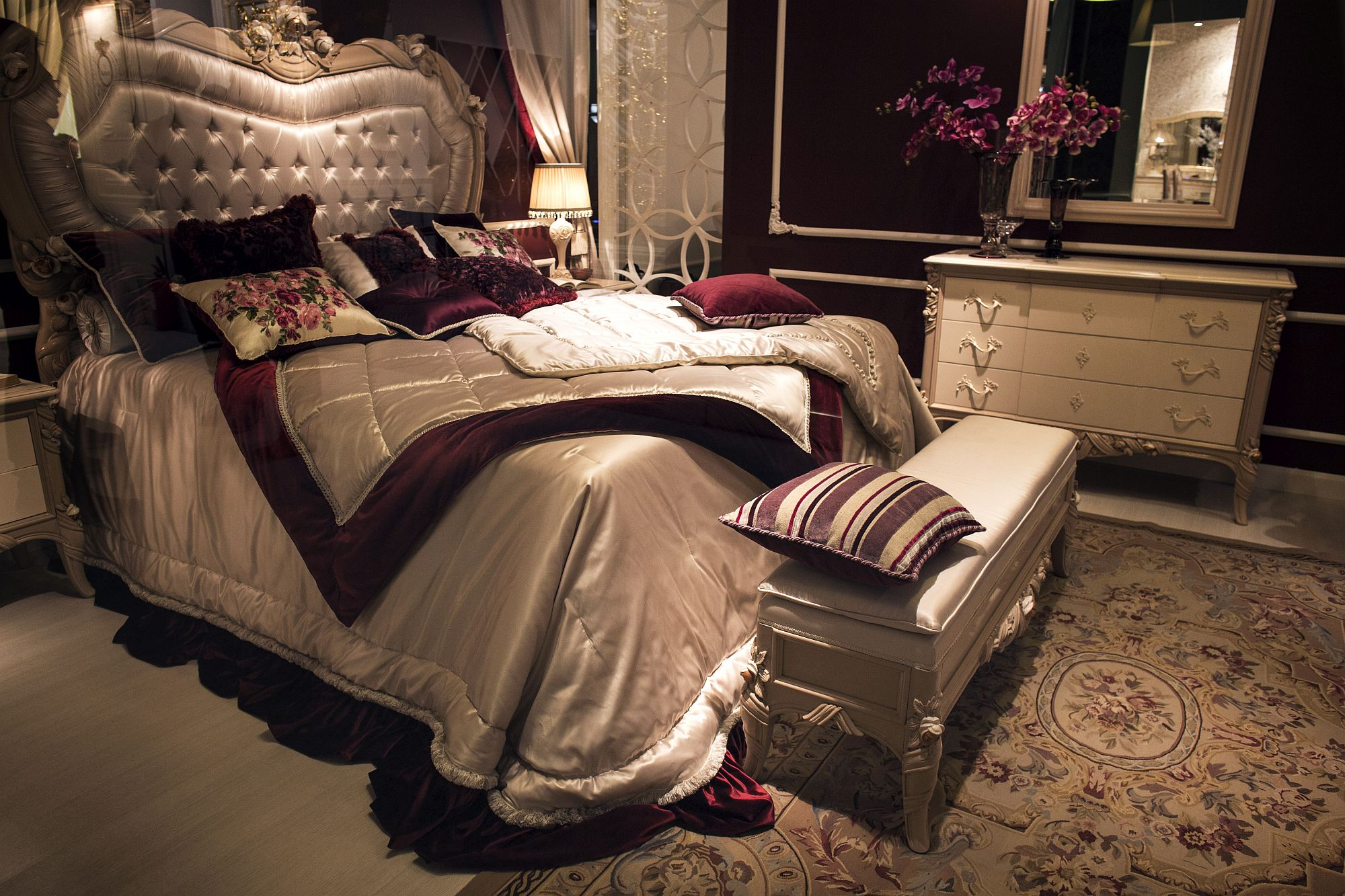 Classic-modern-bedroom-in-scarlet-and-silver