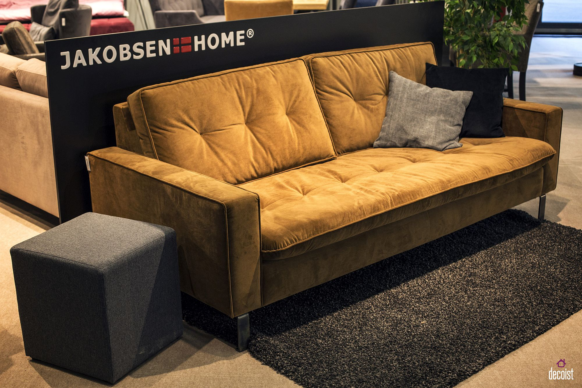 Comfy modern couch in bright yellow from Jakobsen Home