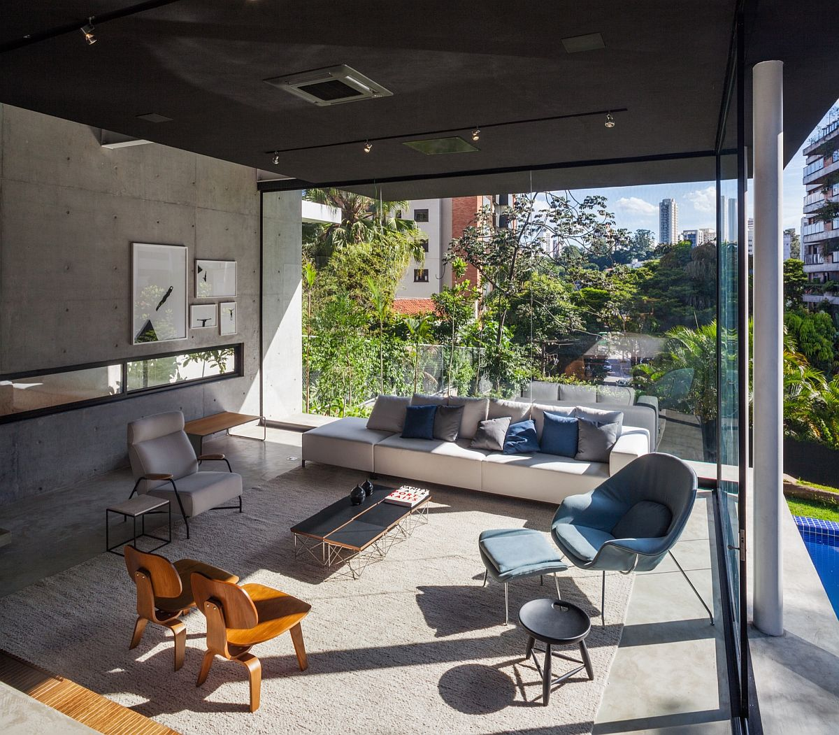 Concrete-walls-and-dark-ceiling-of-the-Brazilian-home