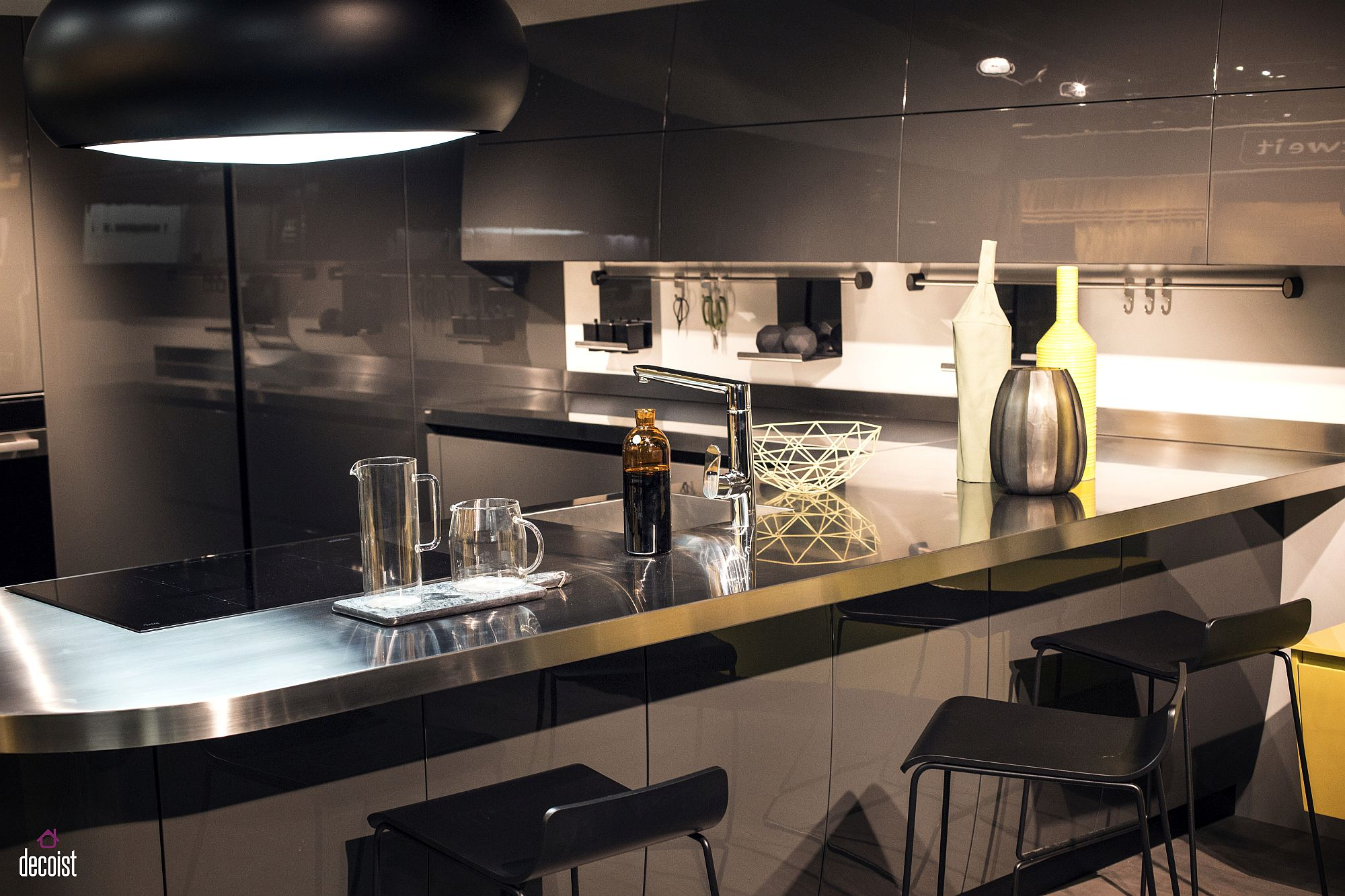 Contemporary kitchen in gray and white from Scavolini
