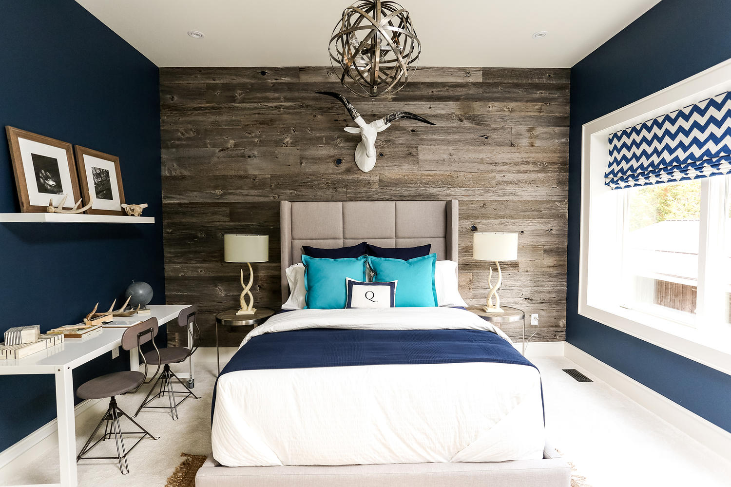 Moody interior breathtaking bedrooms in shades of blue Modern bedroom blue