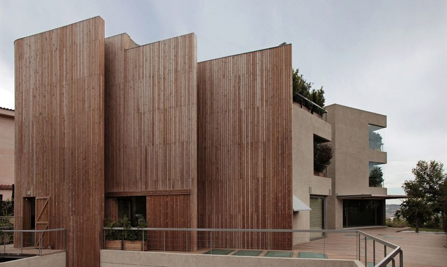 Wall of Wood: Acoustics Meet Aesthetics at House in Pedralbes