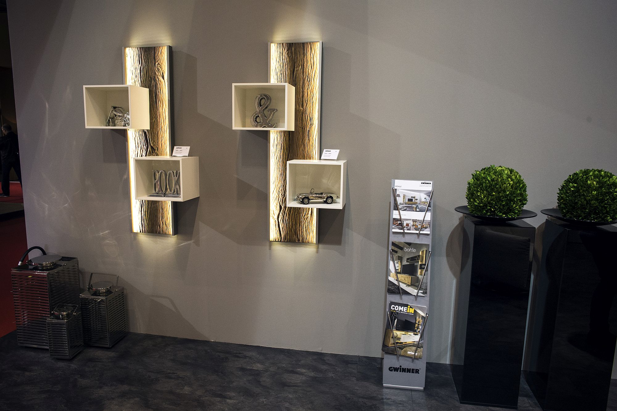 Exquisite-LED-lighting-coupled-with-fashionable-wooden-shelving