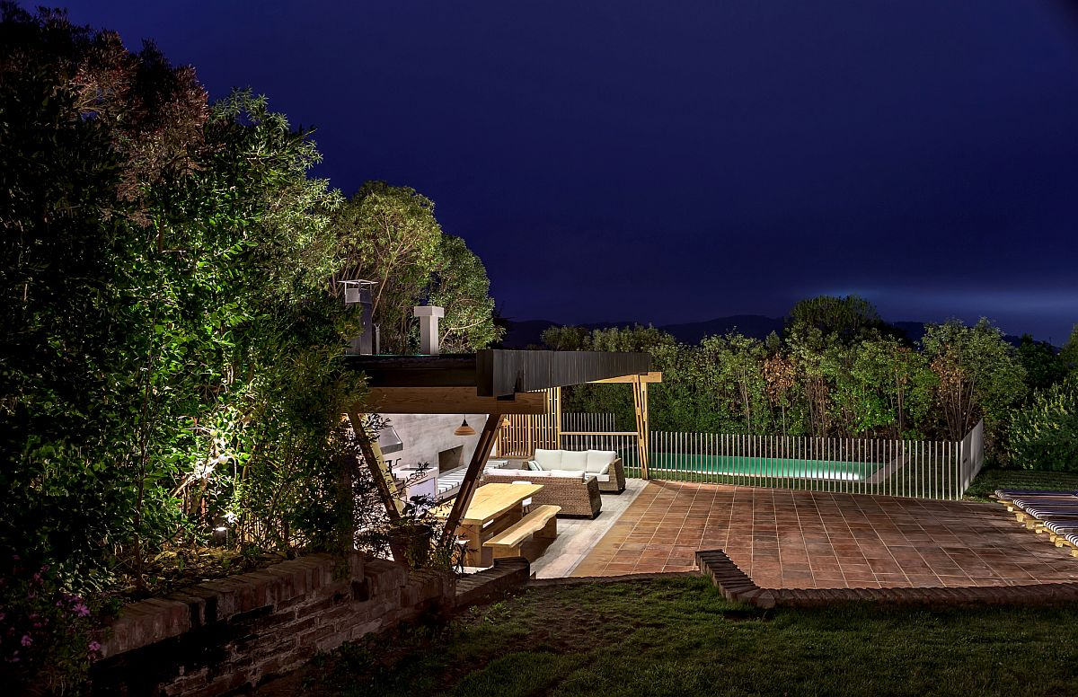 Exqusite-landscape-lighting-takes-over-at-the-Pavilion-after-sunset