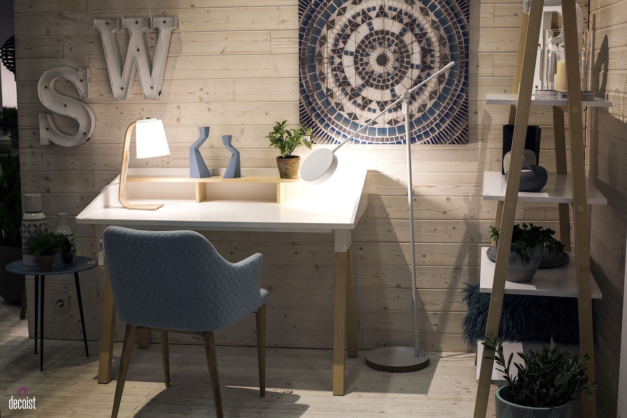 Fabulous Scandinavian style workdesk in white and wood from La Forma
