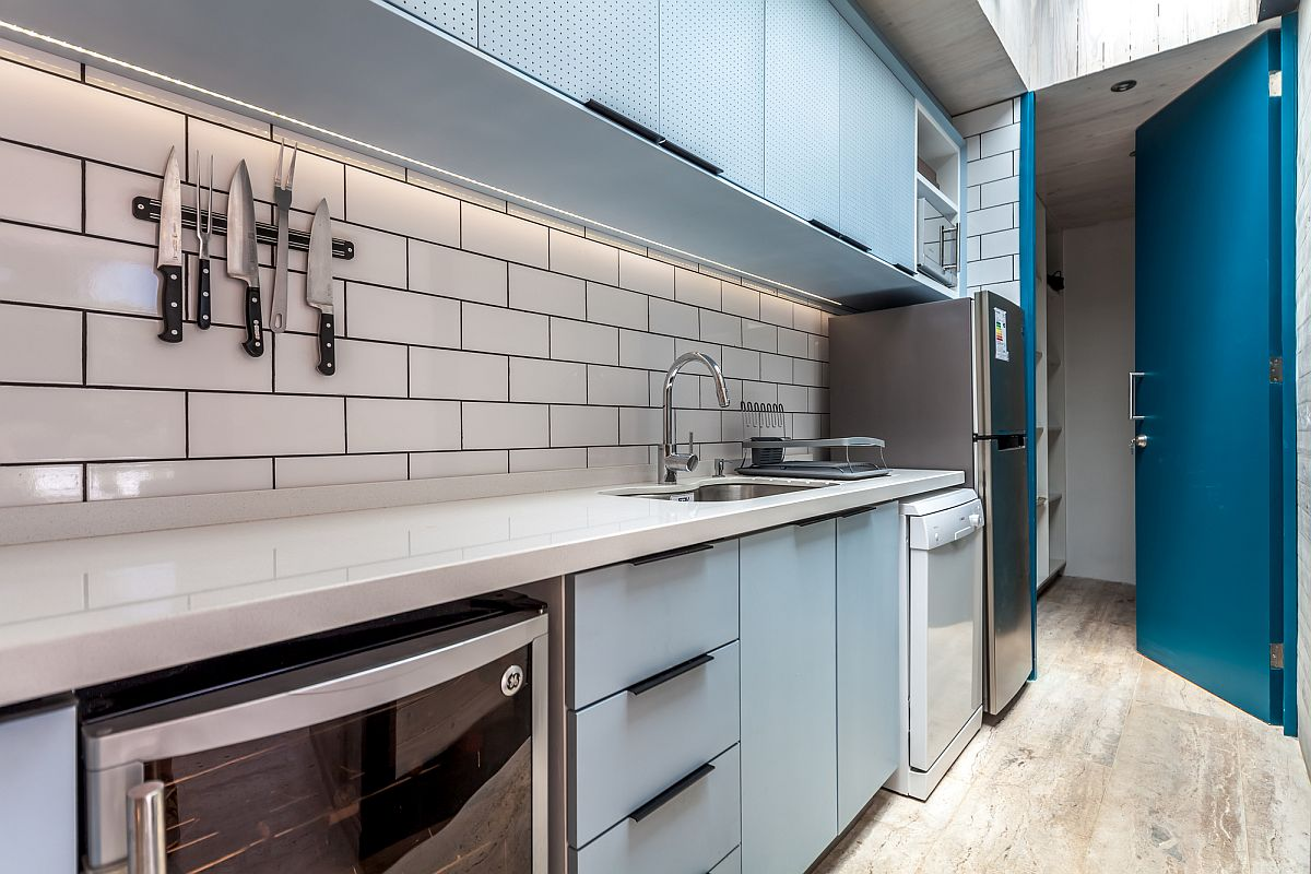 Fabulous modern beach style kitchen in light blue and white