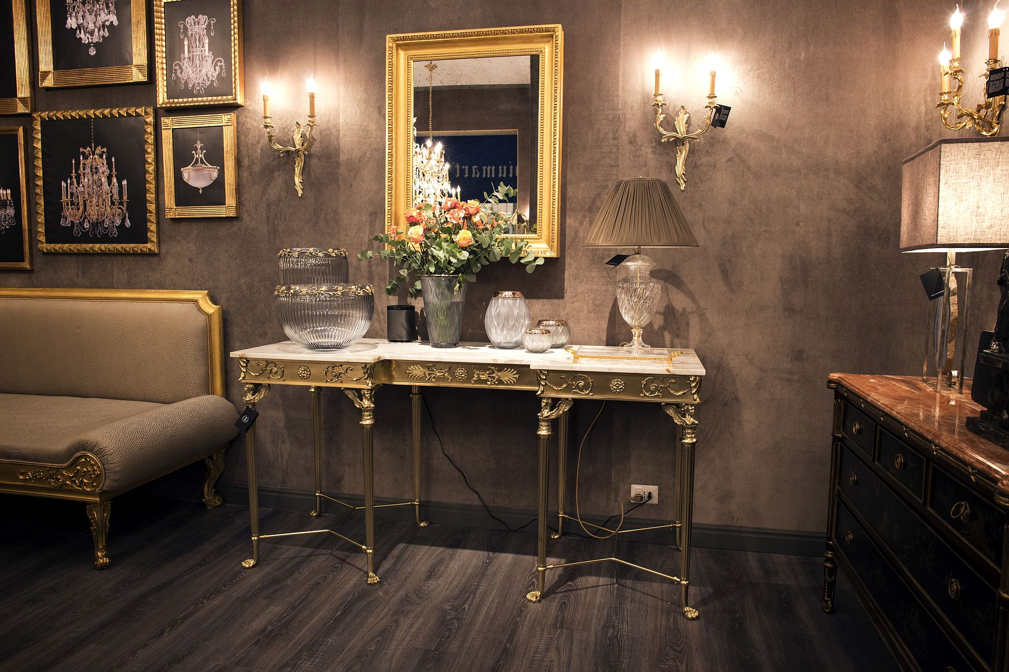 Frames-with-golden-glint-enliven-the-mundane-living-room
