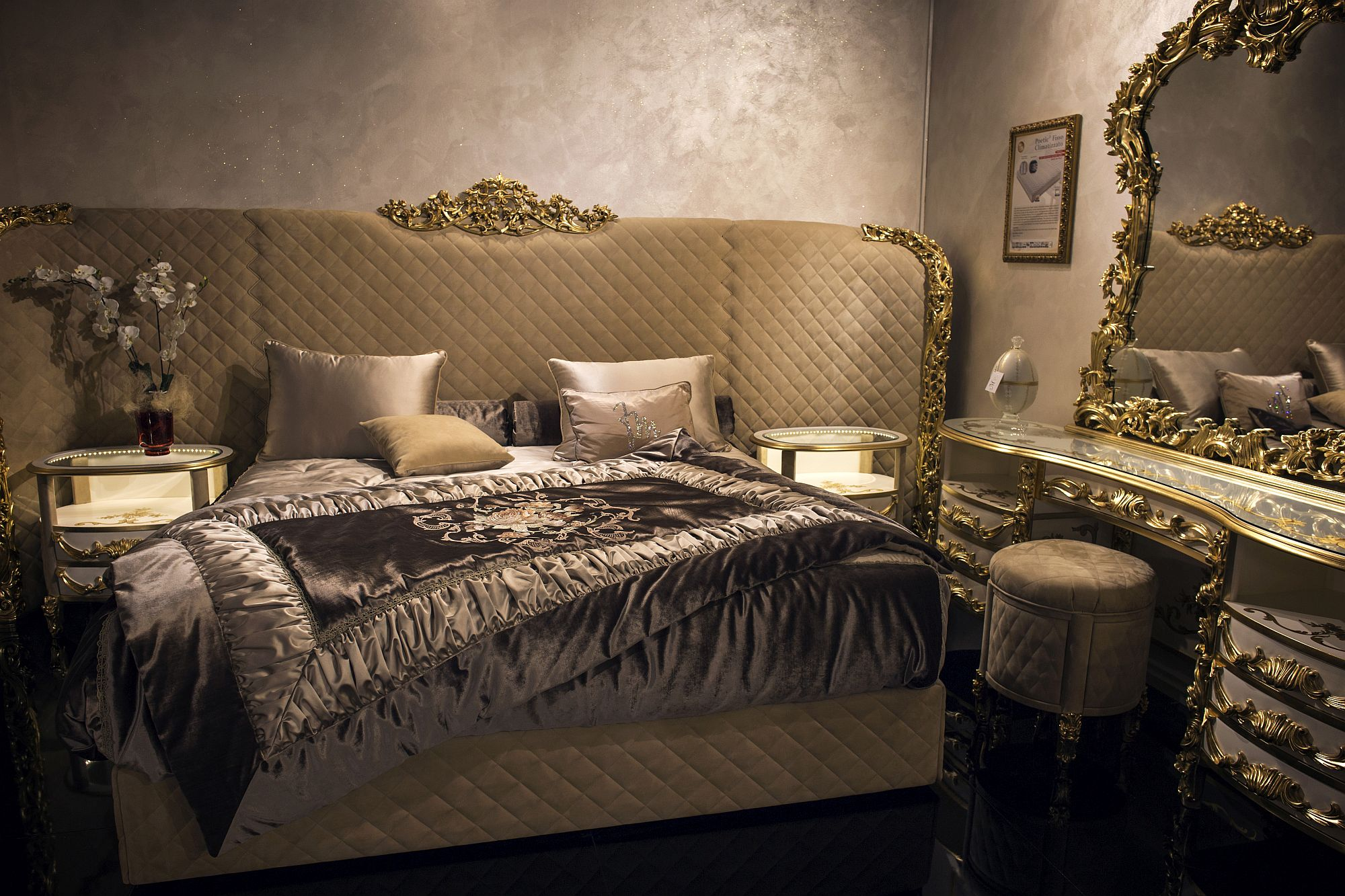 Give-your-bedroom-an-air-of-luxury-with-a-golden-sheen