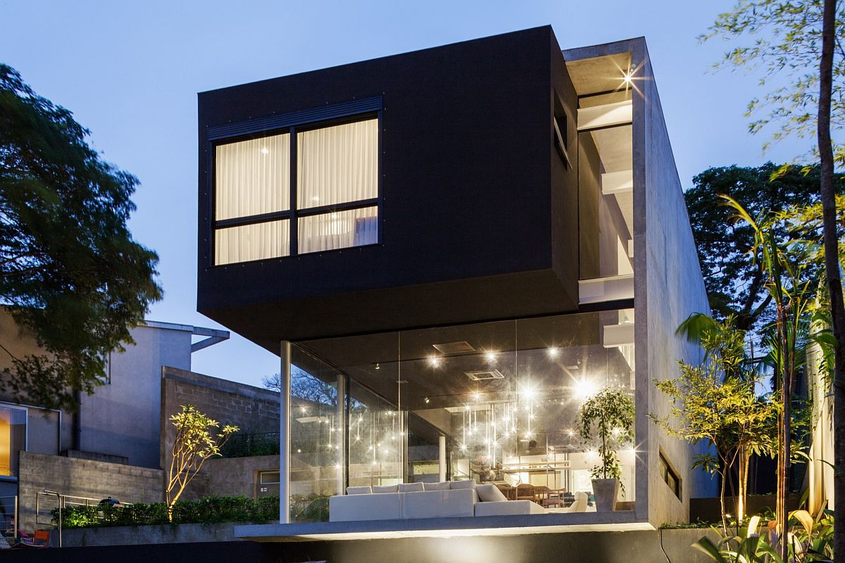 Glass-walls-give-the-structure-visual-lightiness