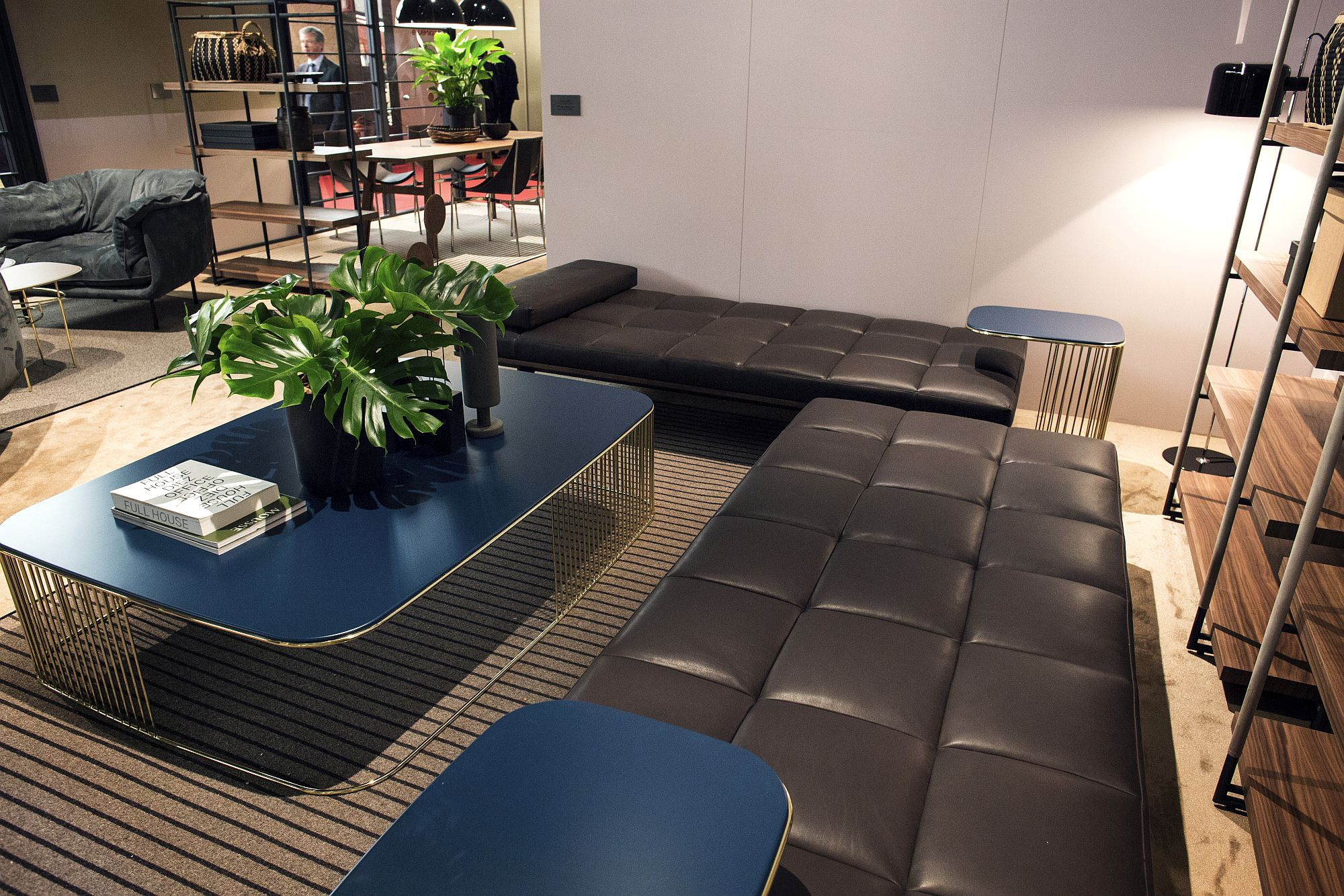Gorgeous-coffee-table-in-blue-with-metallic-base-for-the-living-room