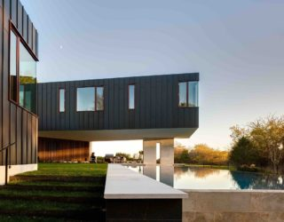 Cantilevered Oceanside Home Finds Space within Green Wetlands