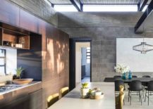 High ceiling and hovering concrete roof give the interior a spacious appeal 217x155 Concrete, Blockwork and a Love for the Landscape Shape Bare House