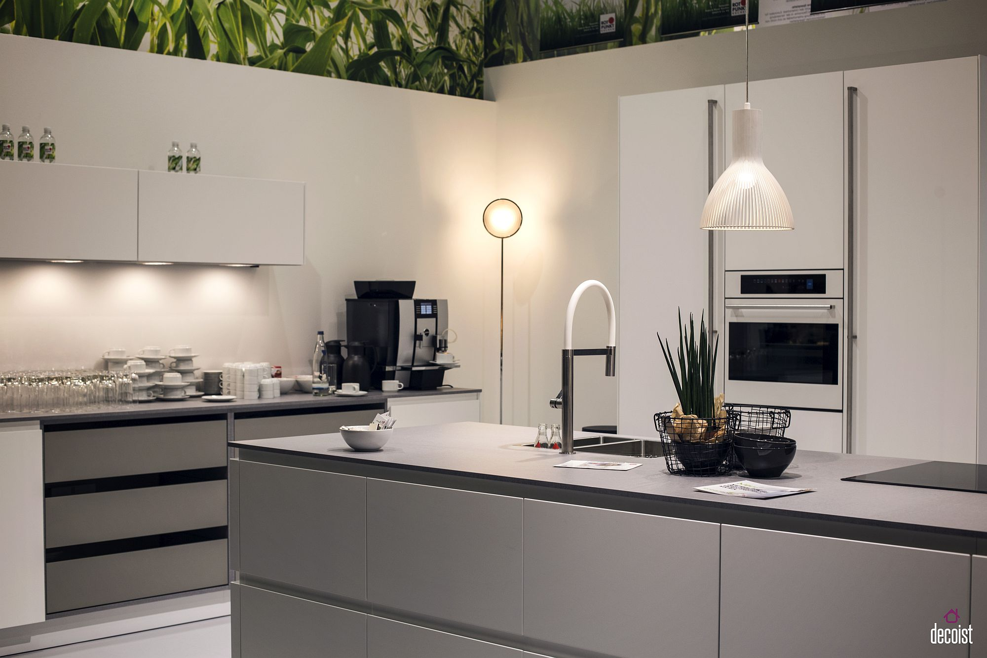 Light gray combined with white to create a cheerful modern kitchen