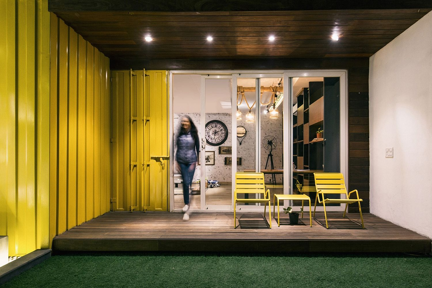 Lighting and yellow hue enlivens life on the terrace studio