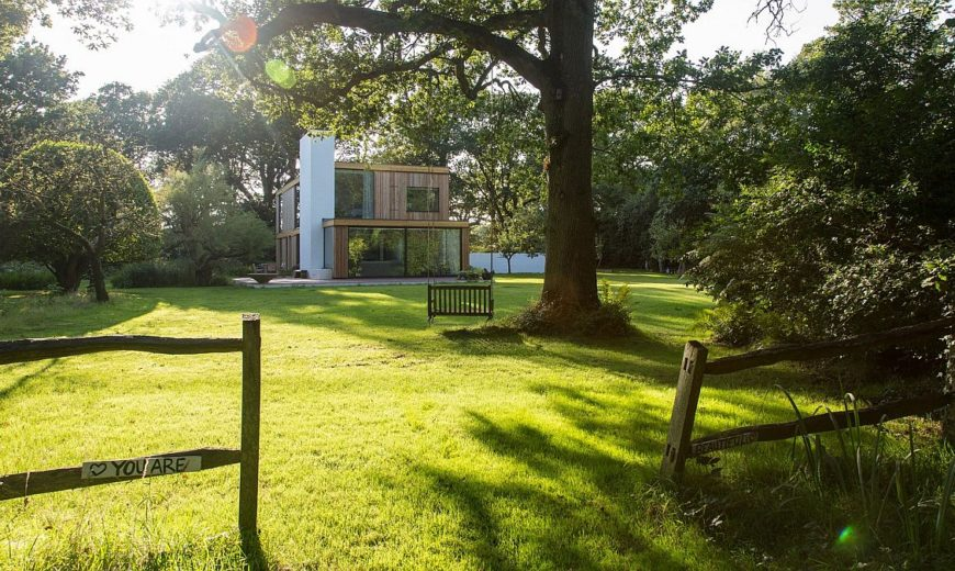 Woodpeckers: Holiday Home in UK on the Edge of a Forest