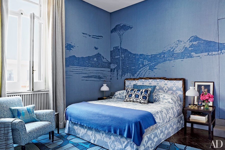 Moody interior breathtaking bedrooms in shades of blue Best bedroom ideas for small rooms