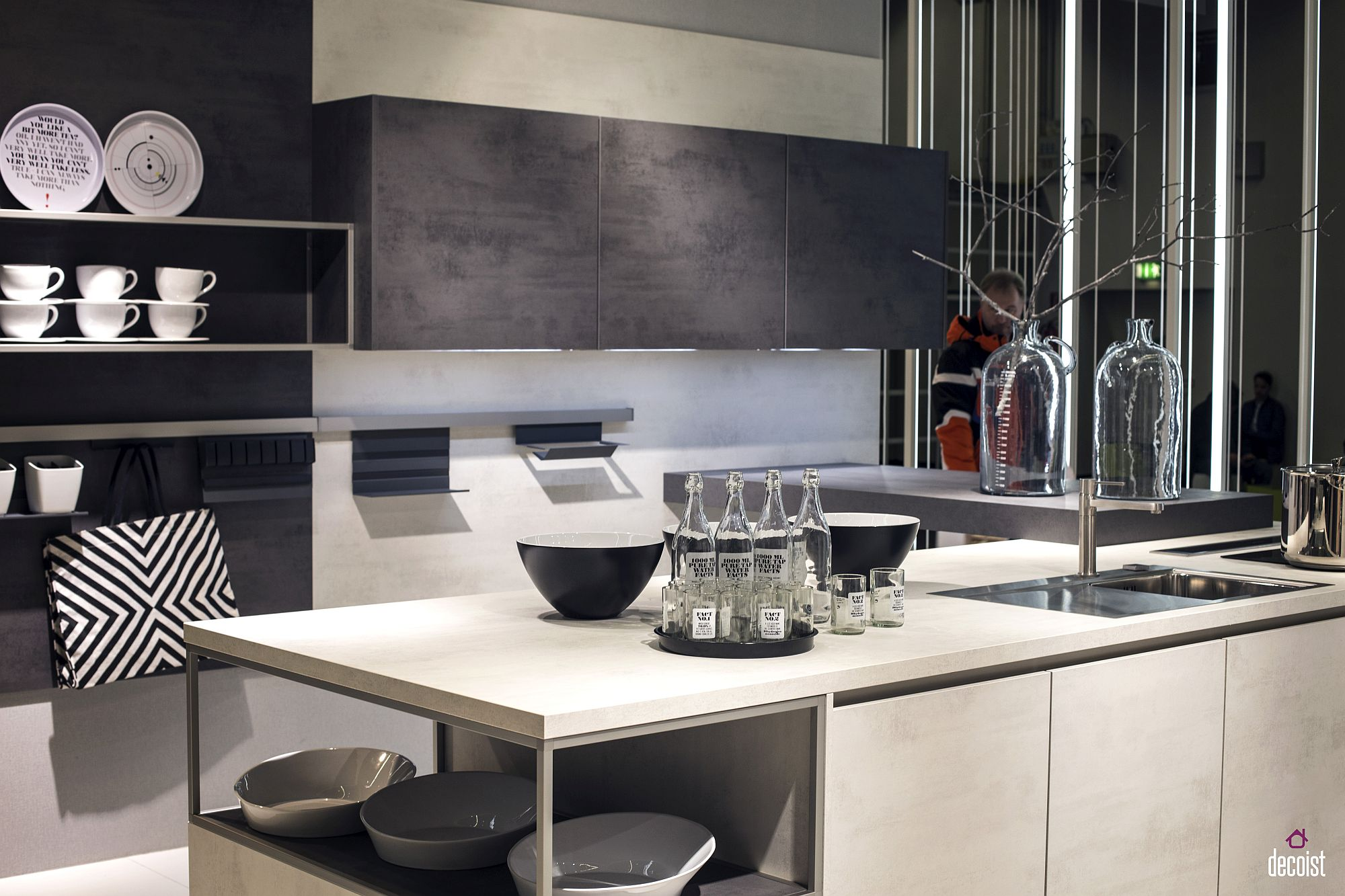Minimal and modern kitchen in white and gray