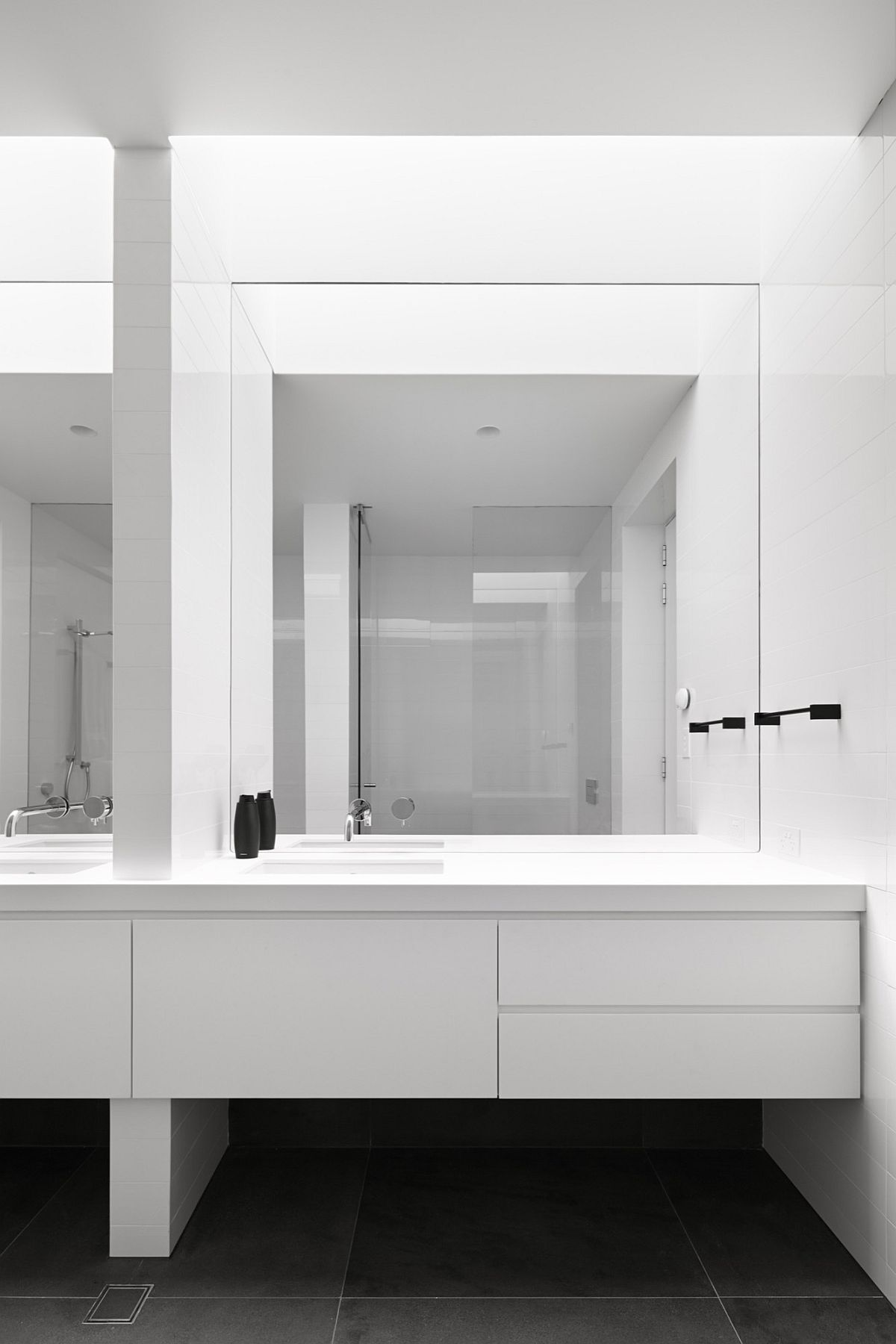 Minimal bathroom in white and gray