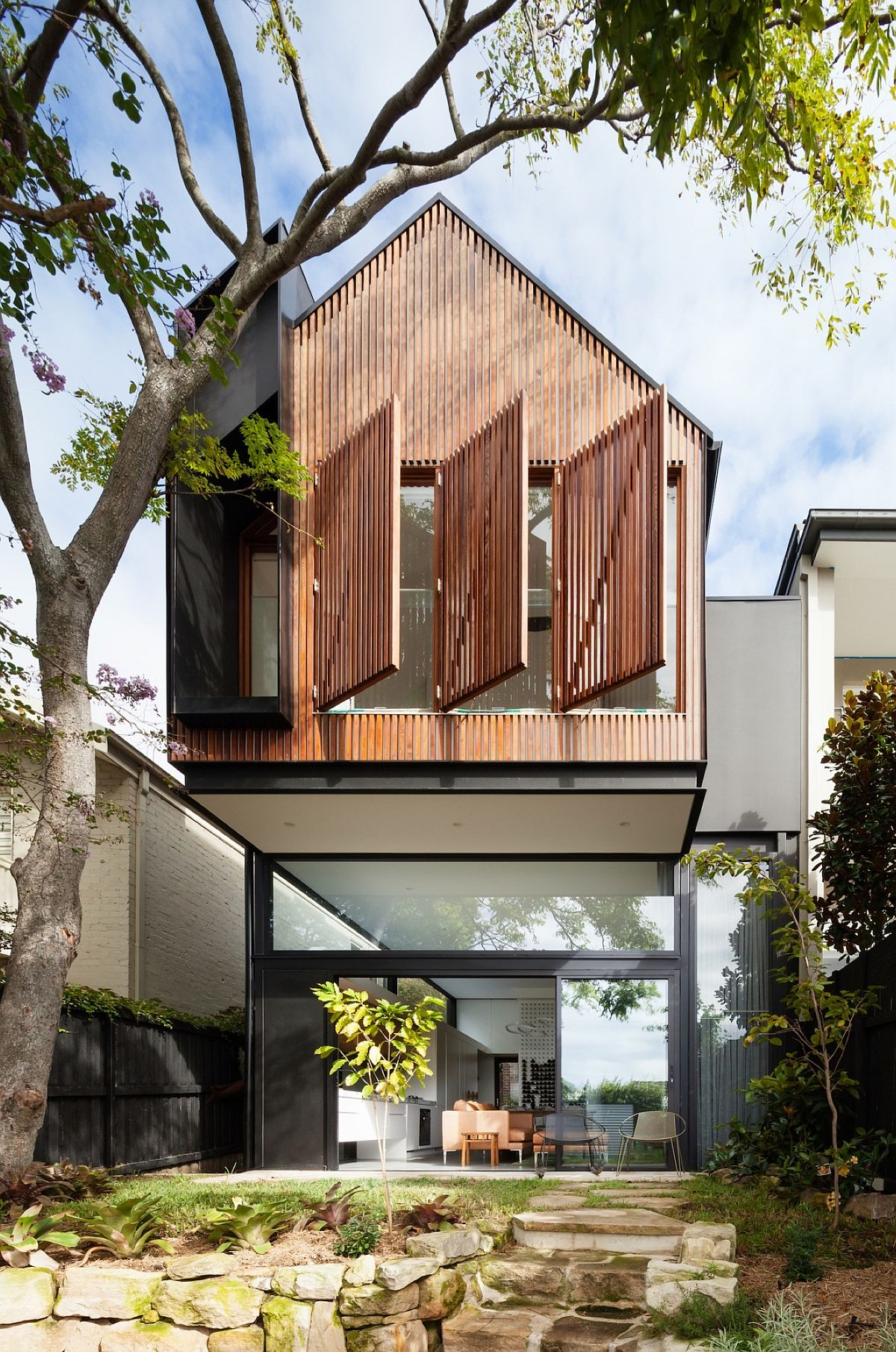 Modern addition and renovation of semi-detached home in Sydney