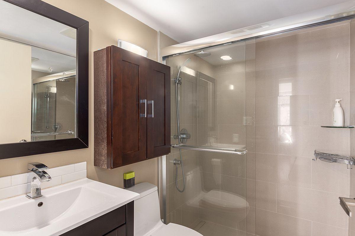 Modern bathroom in beige and white