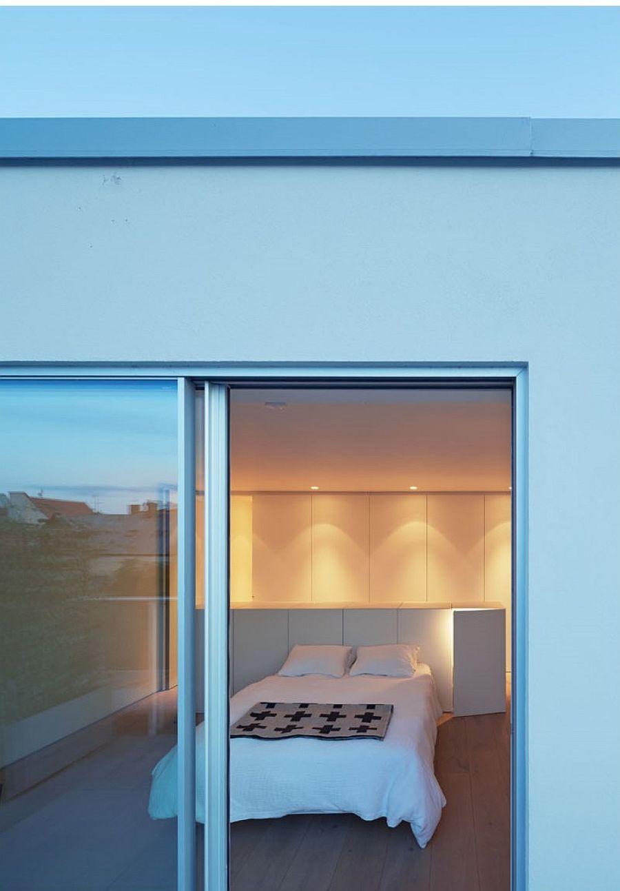 Modern-minimal-bedroom-in-white