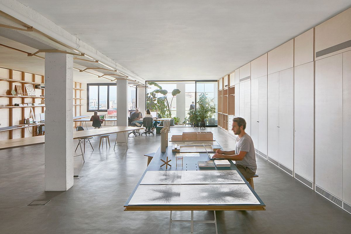 Multi-functional and versatile co-working office space in Barcelona