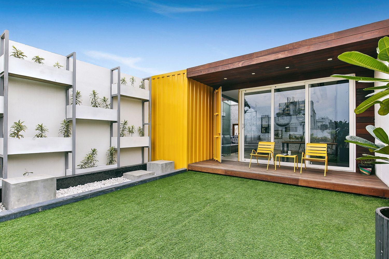 Multipurpose cubic block shape the terrace office