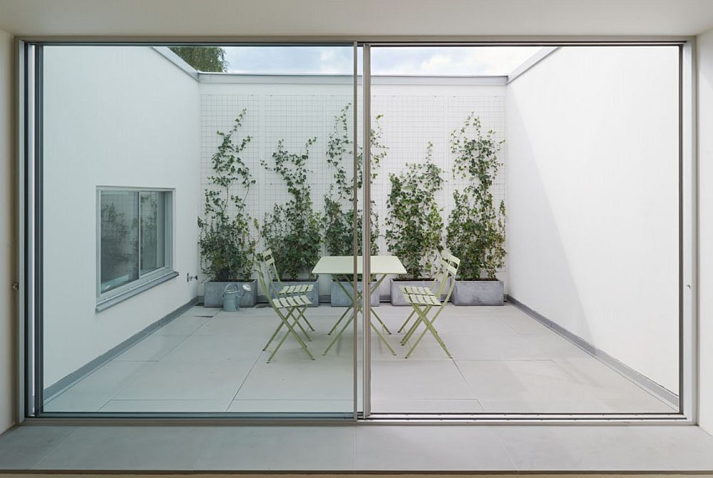 Private atrium brings natural ventilation indoors