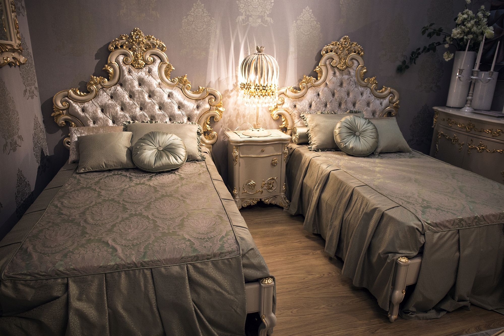 Purple-and-gold-bring-Victorian-style-panache-to-modern-bedrooms