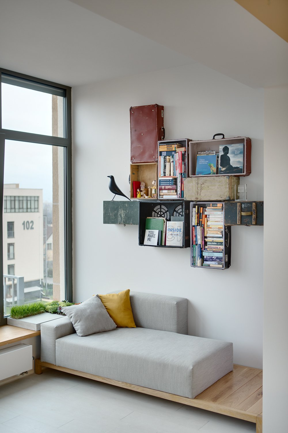 Reading nook with a unique bookshelf installation
