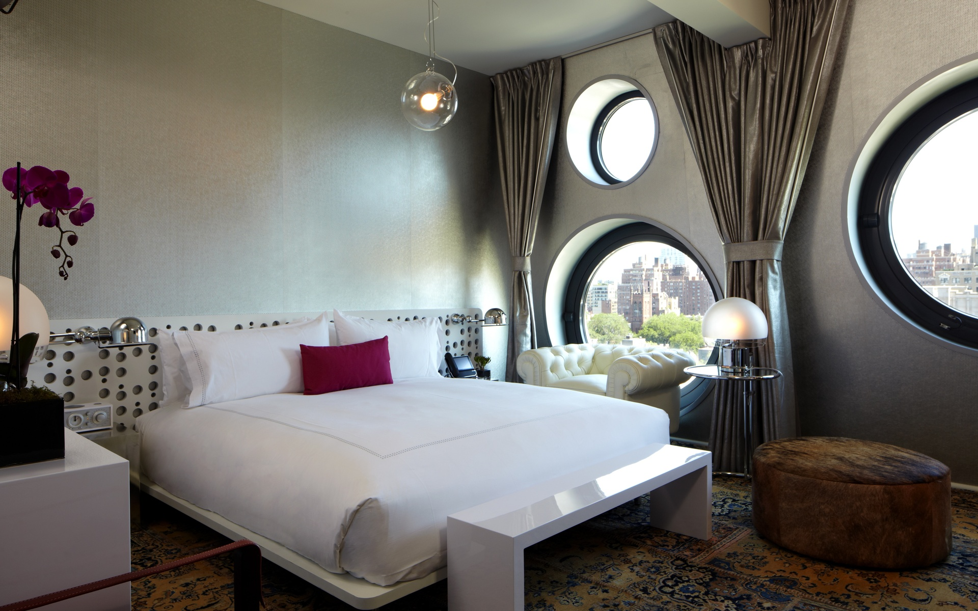 Round windows are perfect for a modern bedroom