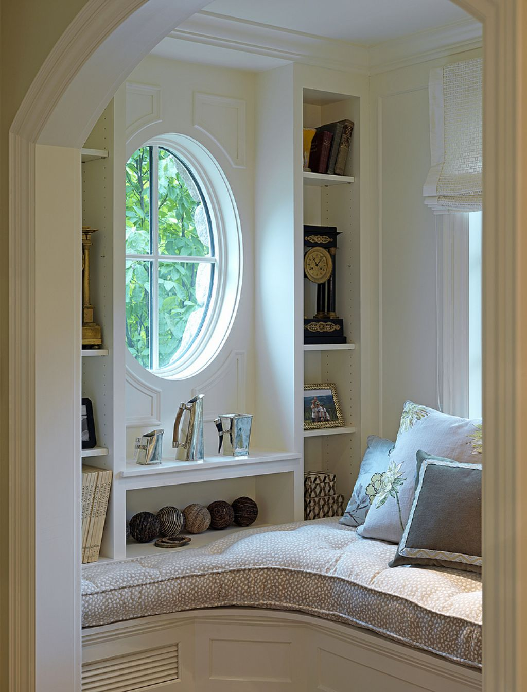 Round windows make the reading nook special and charming
