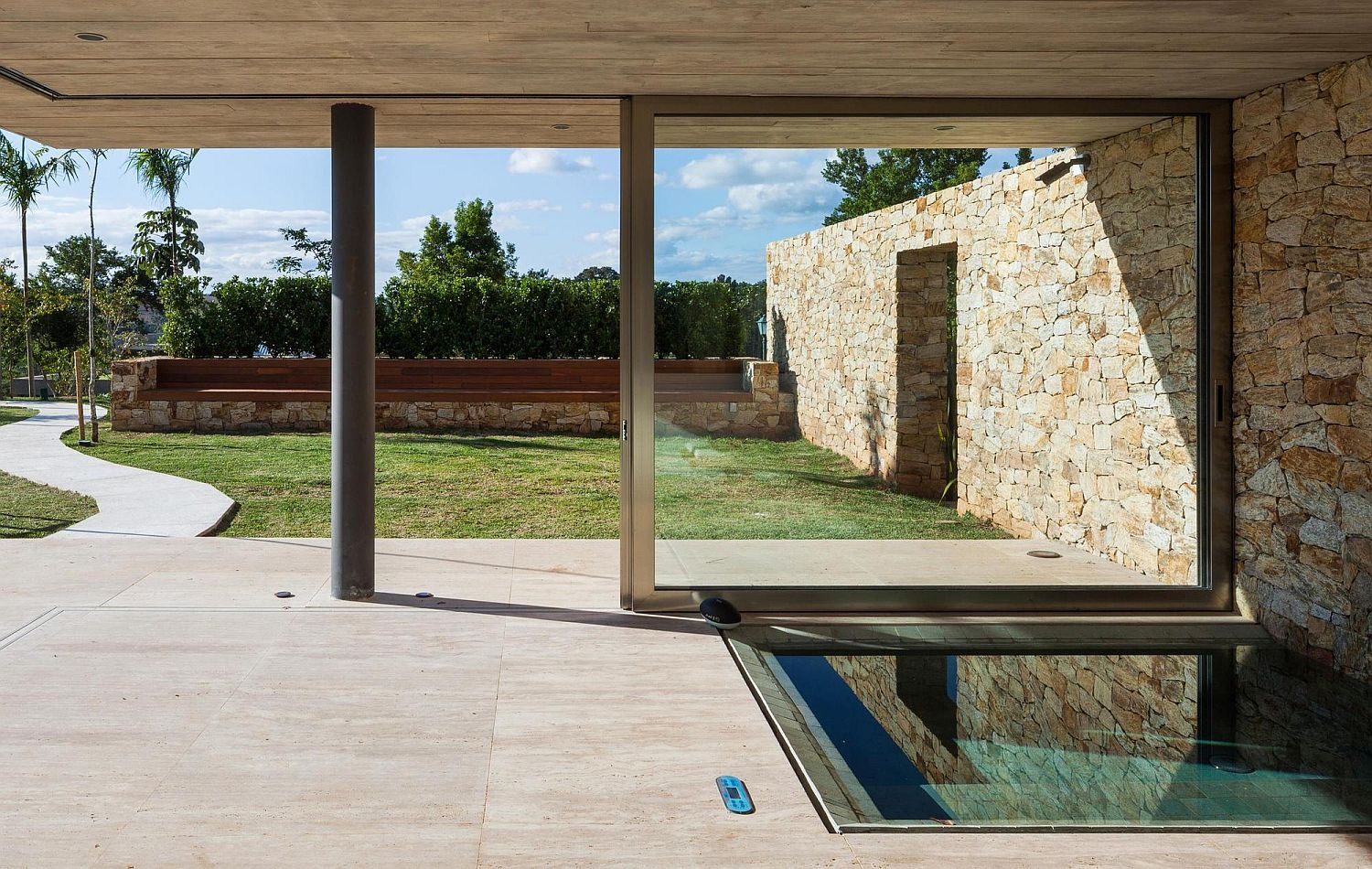 Sauna, spa and guest wing at the stylish Brazilian home