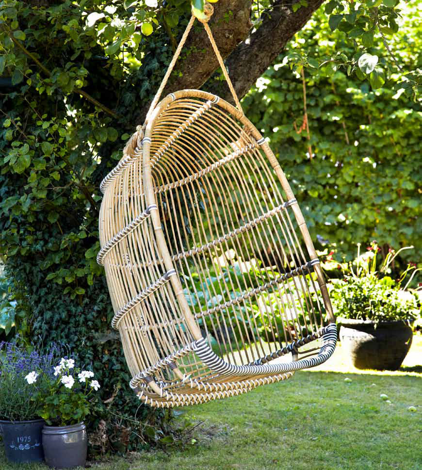 Secure-and-snug-garden-swing-