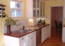 Small-and-cozy-kitchen-with-a-dark-wooden-countertop-217x155