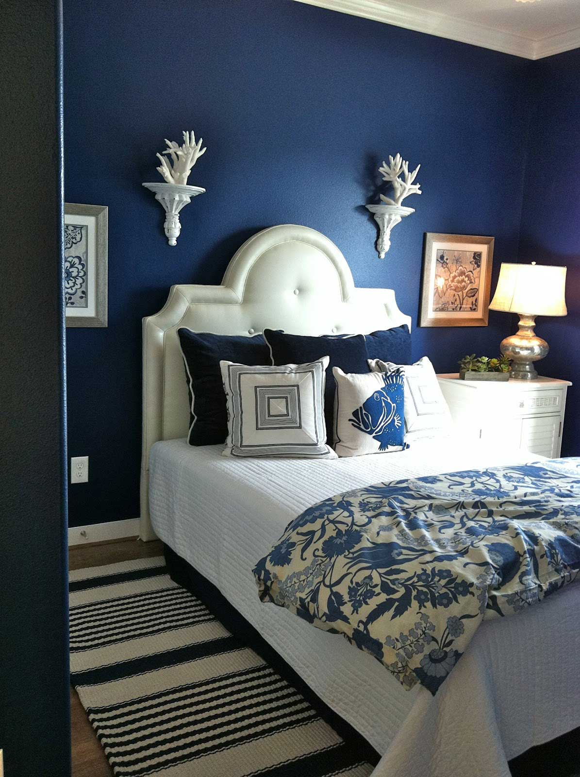 moody interior breathtaking bedrooms in shades of blue. beautiful ideas. Home Design Ideas